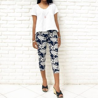 Superb comfort! Tropical hibiscus print stretch leggings shorts <navy>