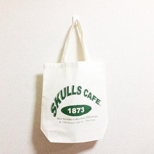 SKULLS CAFE tote bag (natural × green)