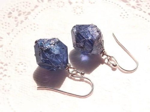 Meteorite-like vintage beads earrings, such as the night sky of pieces