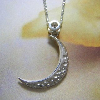 moon peel  ( crescent moon sterling silver pendant 银制月牙垂饰 )