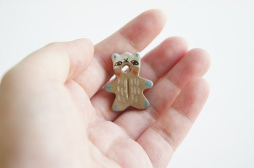 :::Bear Brooch::: 眼罩熊