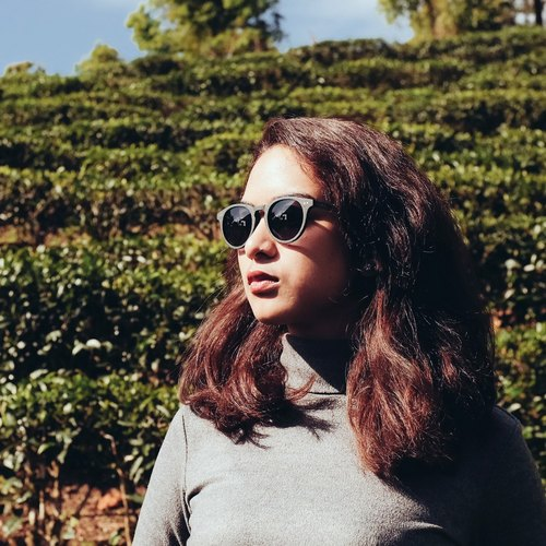 AUSSA's Sun Round Acetate Wooden Sunglasses model