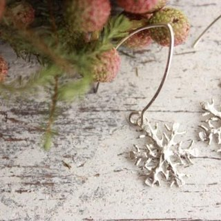 silver snowflake earrings (hook type)