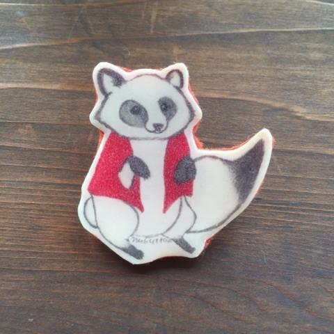 Brooch of red in the palace (garbled raccoon dog)