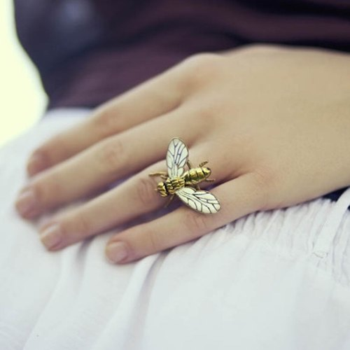 Fly ring in brass with enamel color