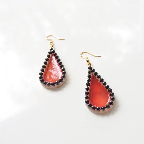 Big Drop Pierces -red × black-