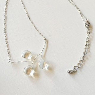 Shimmering drop necklace Silver