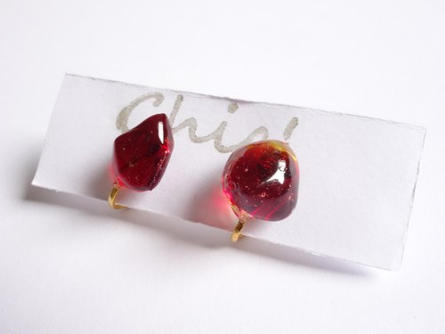Chic '[Ryukyu glass earrings earrings Deep Red]