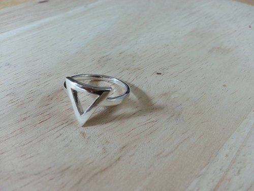 Silver Ring Triangle Body