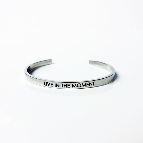 Live in the moment 手环