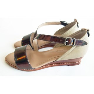LUDVINE▲WEDGE SANDALS 全真皮中跟凉鞋 ● 古铜金属色漆皮