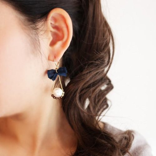 Pearl bead earrings trapezio [Navy]