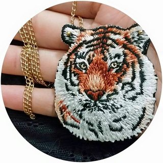 tiger  embroidery long necklace  with silver-plated chain 今晚打老虎长项链