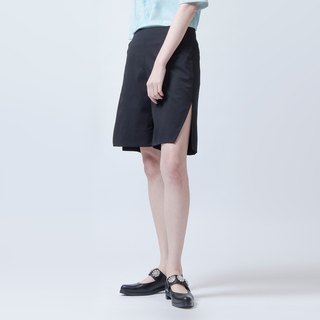 侧边开衩短裤 SHORTS WITH SIDE SLIT