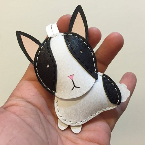 {Leatherprince 手工皮革} 台湾MIT 黑/白色 可爱 兔子 纯手工缝制 皮革 吊饰 / KiKi the Rabbit cowhide leather charm in black / white(Small size / 小尺寸 )