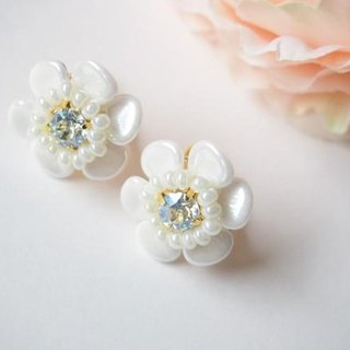 white flower pierce / earring petit (moon light)