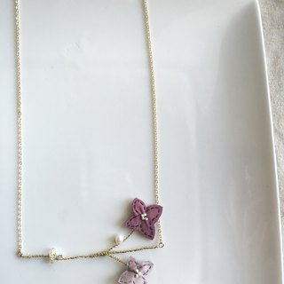 [ Bluesy Mod ] --- Slender Silhouette floret with freshwater pearl & crystal necklace . 黄铜幼线剪型花朵配淡水珍珠与水晶项链 [粉红色] ( BSS 7 )