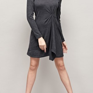 立裁抓褶高领针织洋装  Asymmetric Drapping Sweater Dress