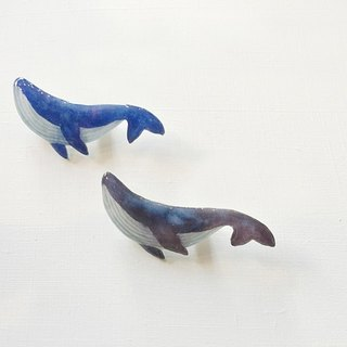 Plastic board brooch whale dissolve the blue