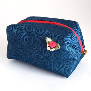 Pouch with Japanese Traditional Pattern, Kimono (Large) [Brocade]