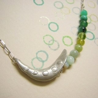 mamemoon ( crescent green bean moon sterling silver pendant 银制月牙豆垂饰 )