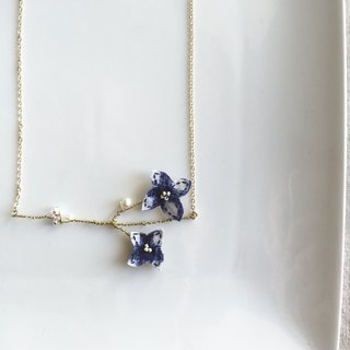 [ Bluesy Mod ] --- Slender Silhouette floret with freshwater pearl & crystal necklace . 黄铜幼线剪型花朵配淡水珍珠与水晶项链 [ 蓝格布] ( BSS7 )