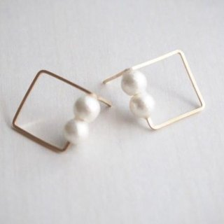 [14kgf] wire Square Earrings (White)