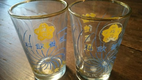 2 Vintage 10 cm  glasses with yellow/blue pattern   2个早期樱花维他百乐玻璃杯