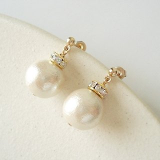 Cotton pearl and Rondelle Bead with Crystal Rhinestones, stud earrings 耳針式