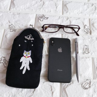Embroidery pen case Umaguchi cat and UFO