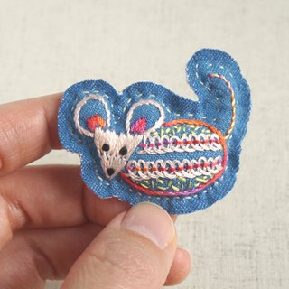 "the oriental zodiac  brooch with hand embroidery ""mouse"" [order-receiving production]"