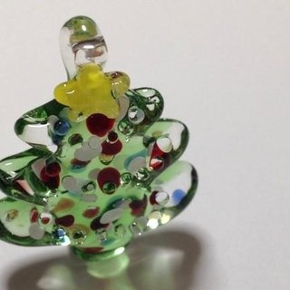 Christmas tree ornament band and brooch
