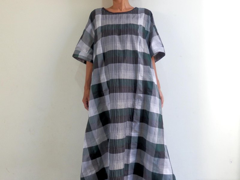 One piece dress made with a check salon / green