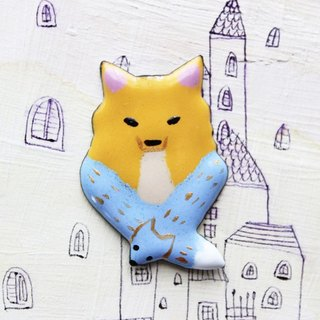 "enamel brooch ""a muffler of the fox"""