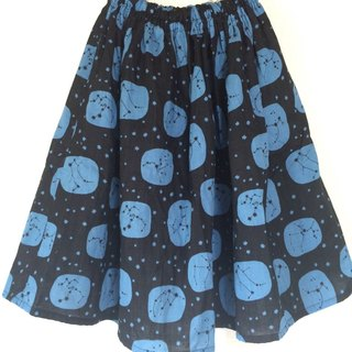 Constellation pattern gathered skirt black