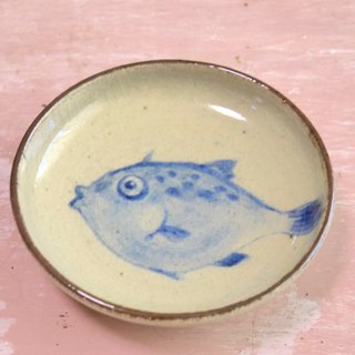 Plate of fish pottery Kawahagi