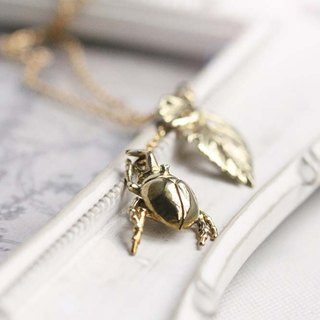 Golden Ladybug Necklace / Ladybug charms / Fashion Jewelry / Linen Jewelry.
