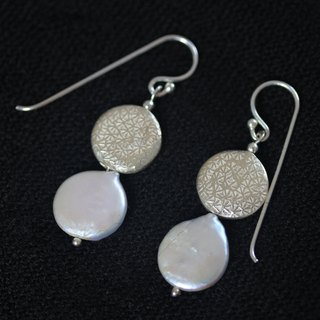 Pearl and patterned silver piece hook earring in thai sterling silver (E0121)