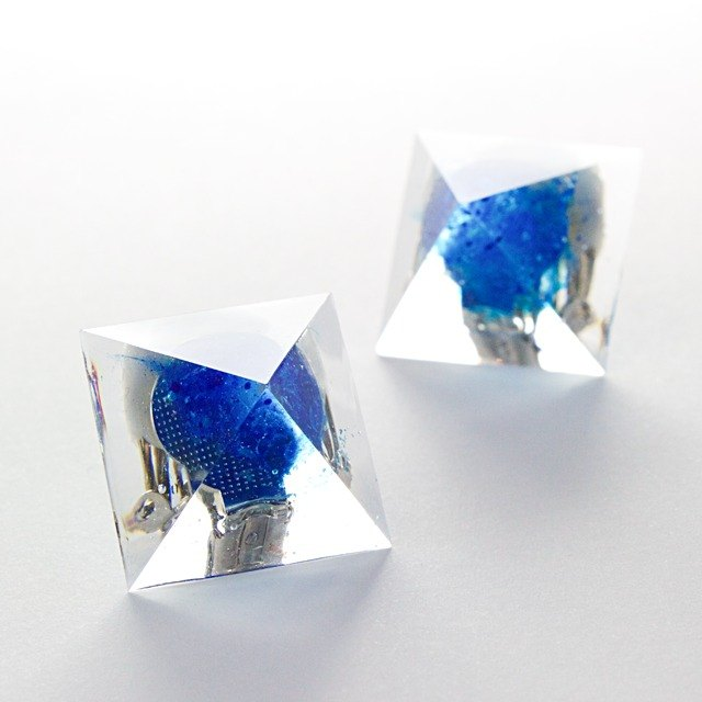 Pyramid earrings (blue vortex)