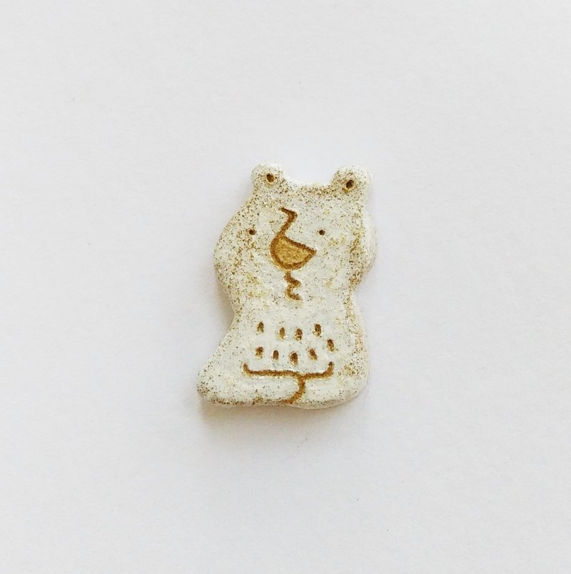 Bear brooch thinking