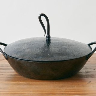 Iron pot wrought exclusively for blacksmith