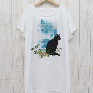 Standing black cat one piece Tee window side NOON (white) / RPT 040 - WH