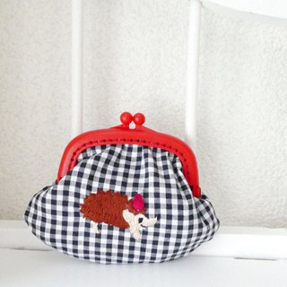 Embroidery wagamachita gingham check hedgehog red hat