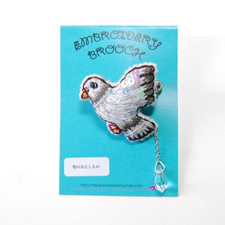 Pigeon's Otoshimo Embroidery Brooch