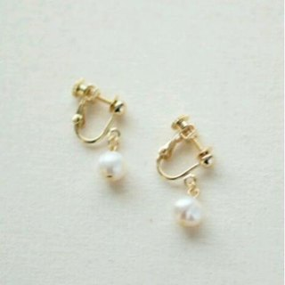 Fresh water pearl potato earrings white