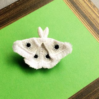 ARRO / Embroidery brooch / moth / white