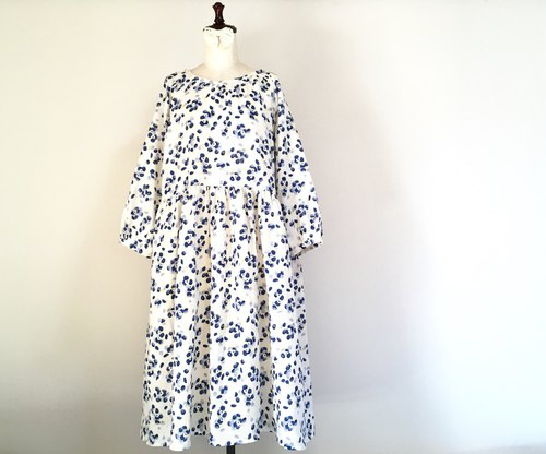 Bouquet Flower Pattern Raglan One Piece Blue Perfume