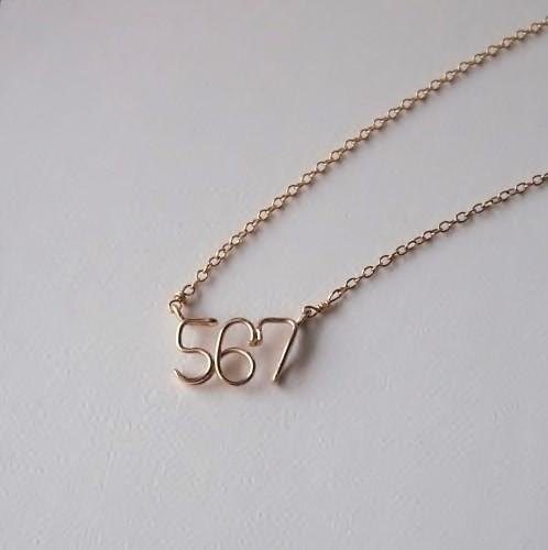 Number (number) 3 digit side necklace