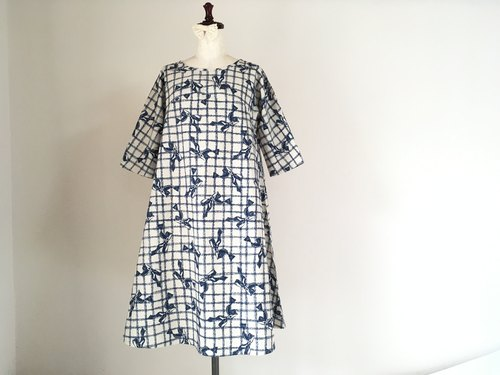 Antique style * Flare dress of ribbon * half-sleeve * dark blue