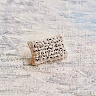 Small picture brooch
